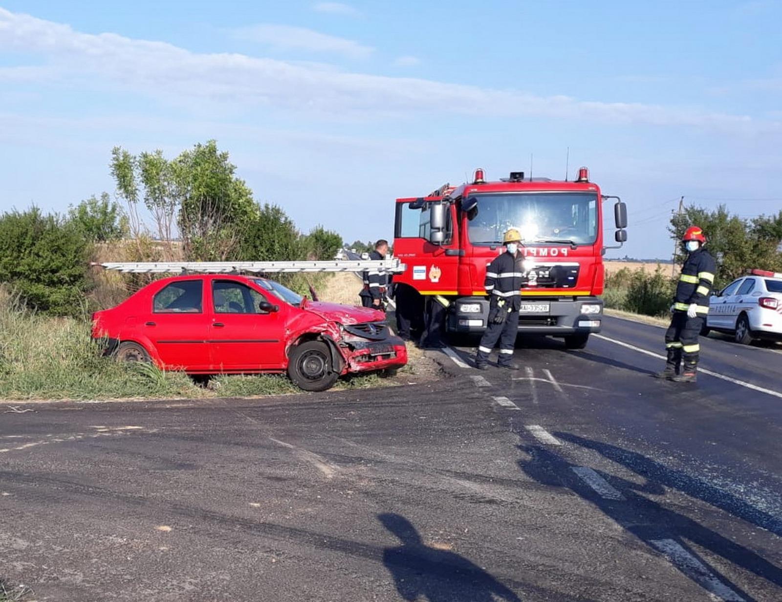 Mătăsaru (jud. DB): Accident violent-Mașini distruse, doi răniți. A fost nevoie de descarcerare.