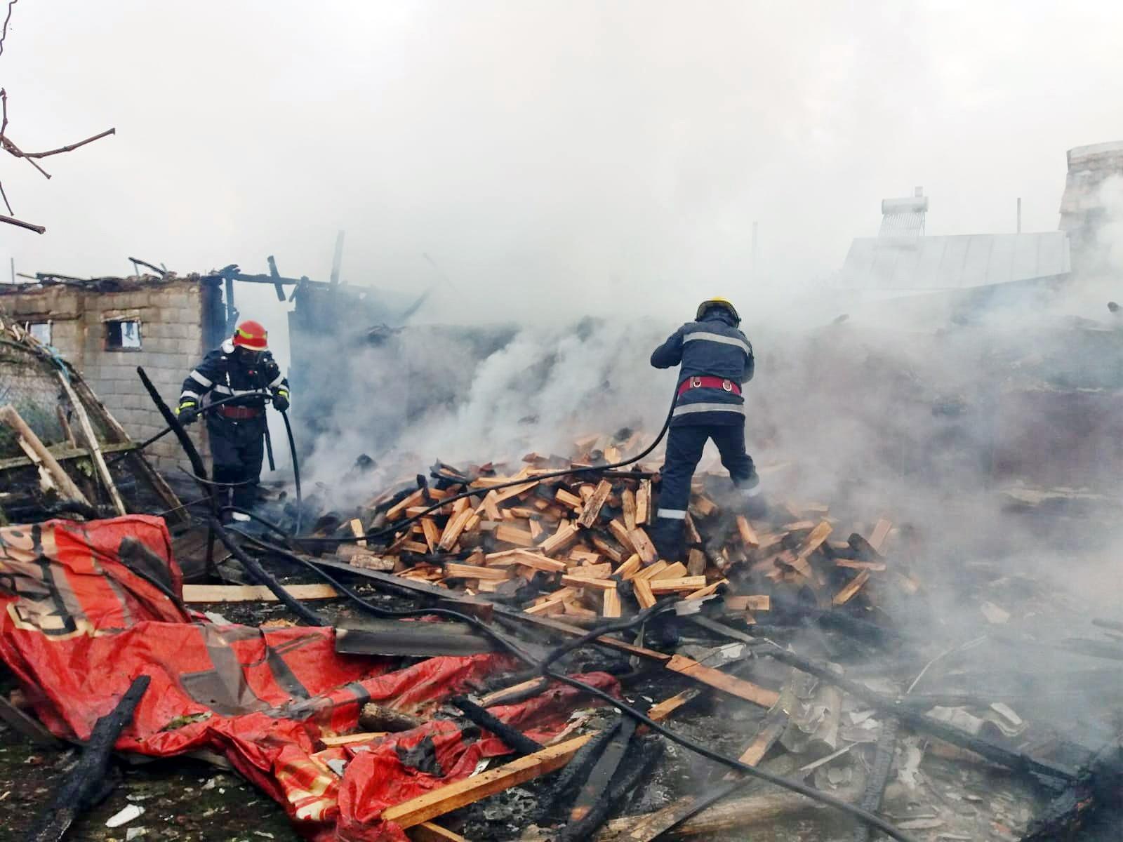 Crovu-Dâmbovița: (Foto) Dramă-Bătrână de 83 de ani decedată, în propria casă, în urma unui incendiu pornit de la televizor