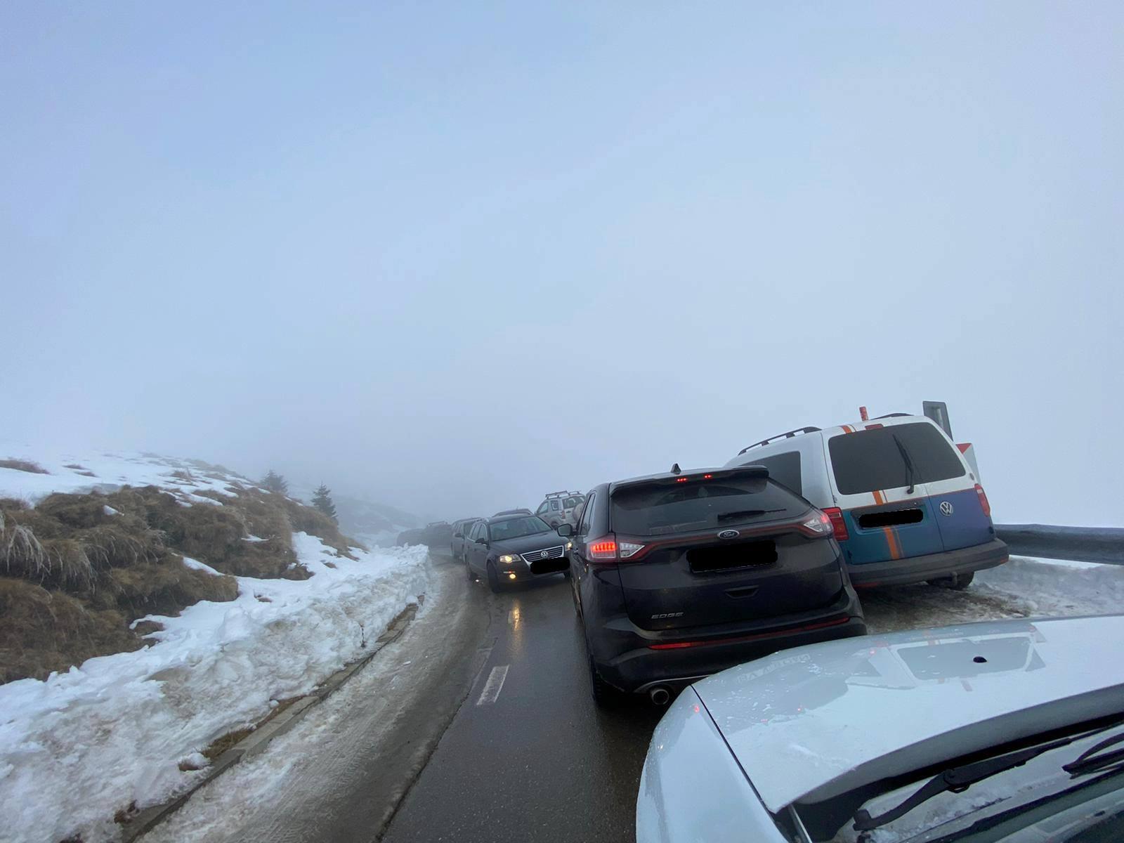 Haos auto pe Transbucegi (DJ 713). Se face apel la ajutorul Poliției, pentru intervenție
