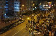 (video) Sute de oameni (majoritate tineri sau adolescenți) protest anti restricții covid-19, pe străzile din Târgoviște