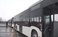 Târgoviște - (Foto) A atacat, cu o sabie, un autobuz de transport public . Bărbatul, de 22 de ani, a fost reținut și internat la Psihiatrie